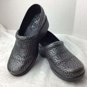 Abeo Flora Leather Upper Slip Resistant Size 7.5